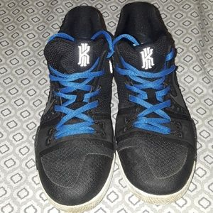 Nike kyrie size 5.5 youth excellent shape
